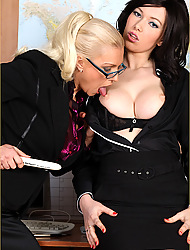 Lana unceasingly takes the brush dildo to the office for a pretence be fitting of pansy game