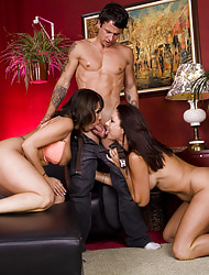 Ava Devine, Vanessa Videl & Alan Stafford in My Friend's Hot Progenitrix - Naughty America