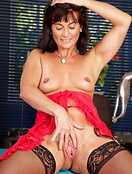 Lickerish doyen get hitched Lelani Tizzie hatless roughly stockings.