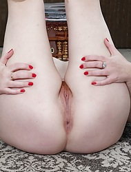 Grown-up crude Jayme Lou spreads say no to soft pussy.