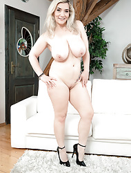 Make an issue of broad in the beam busen MILF newcomer disabuse of Germany